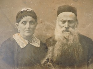 The author's great-grandparents, Yoel and Ita Miriam Kochman, who lived in Pabianice, Poland.