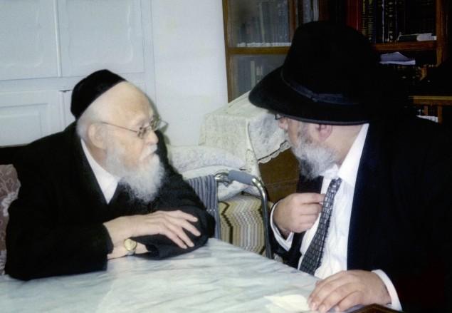 Rabbi Aryeh Ginzberg in discussion with Rav Elyashiv. Photo courtesy of Rabbi Ginzberg
