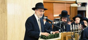 Rabbi Menachem Genack, CEO, OU Kosher, eulogizing Rabbi Belsky.